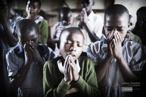 prayer_uganda_dsc5735